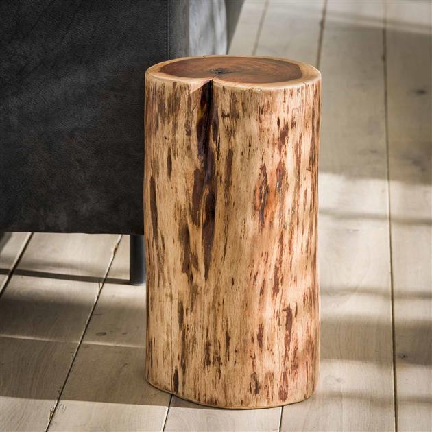 Detail bruine bijzettafel met een hoogte van 45 cm, gemaakt van acaciahout wat zorgt voor een uniek en natuurlijk karakter