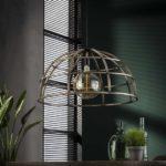 Detailfoto ijzeren hanglamp die is afgewerkt in oud zilver wat zorgt voor een vintage en industrieel uiterlijk. De diameter van de lamp is 70 cm en de lamp is in hoogte verstelbaar tot 150 cm