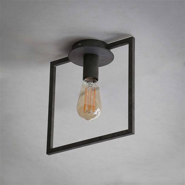 Plafondlamp met de lamp uit, uitgevoerd in metaal met een oud zilver finish. De lamp heeft een rechthoekige opengewerkte frame. De lamp heeft een hoogte van 26 cm.
