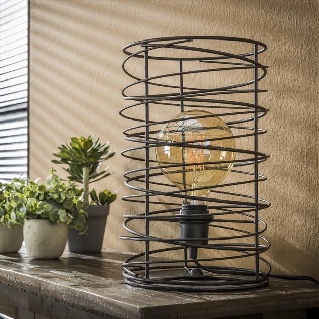 Tafellamp met de lamp uit die is uitgevoerd in een cilindervormige spiraal. De lamp is afgewerkt in de kleur charoal en beschikt over een open armatuur. De hoogte van de lamp is 36 cm.