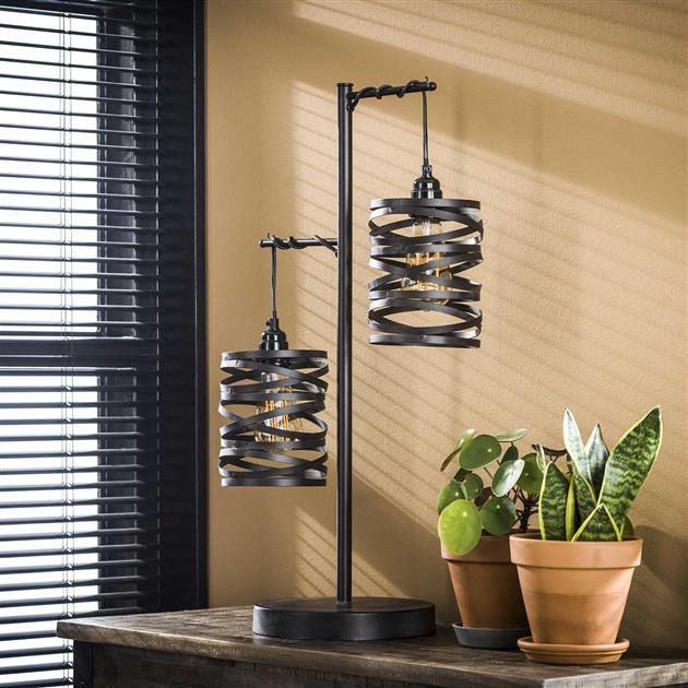 Zwarte metalen tafellamp met twee getwiste metalen kappen, de totale hoogte van de lamp is 70 cm