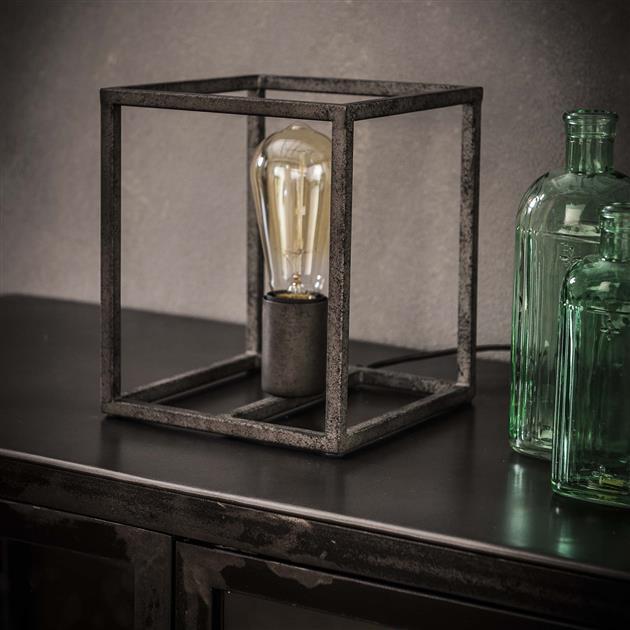 Tafellamp gemaakt van metaal en afgewerkt in oud zilver, bestaande uit een vierkant frame