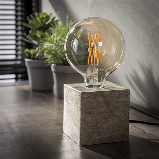 vierkante tafellamp gemaakt van metaal, de lamp heeft een antiek nikkel finish en is 10 cm hoog