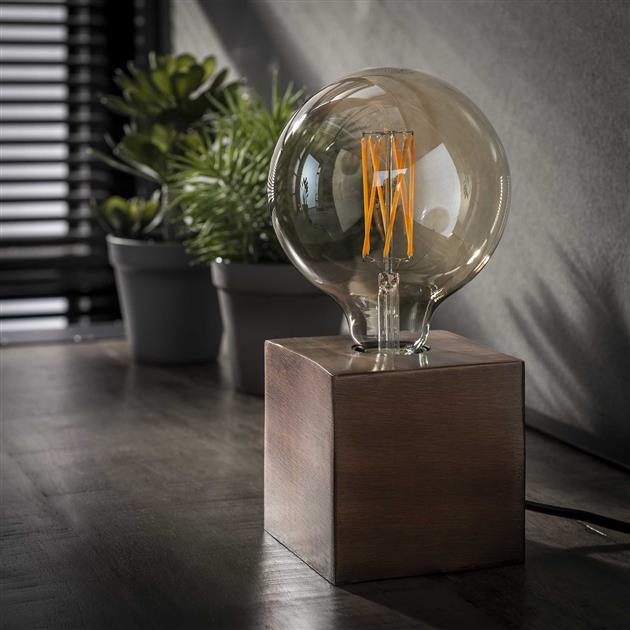 vierkante tafellamp gemaakt van metaal, de lamp heeft een antiek koper finish en is 10 cm hoog