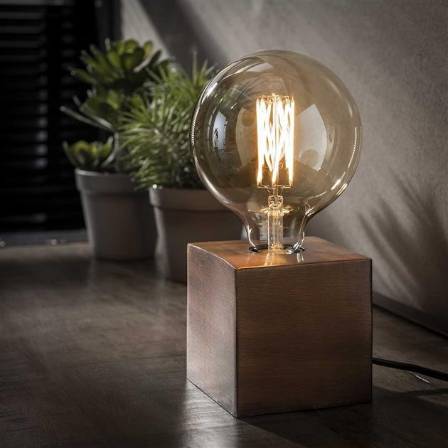 vierkante tafellamp gemaakt van metaal, de lamp heeft een antiek koperen finish en is 10 cm hoog