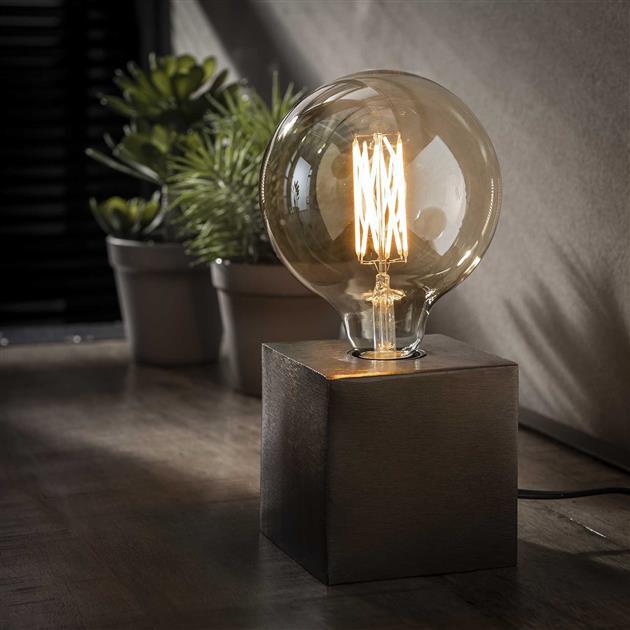 vierkante tafellamp gemaakt van metaal, de lamp heeft een zwart nikkel finish en is 10 cm hoog